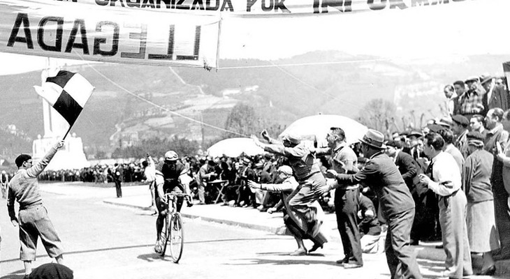 Tour, Giro and Vuelta: history and colours of a timeless passion.